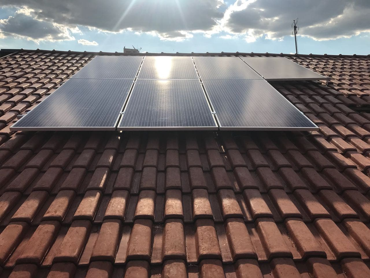 A Cogera energia oferece a instalação de paineis solares em diversas regiões do país