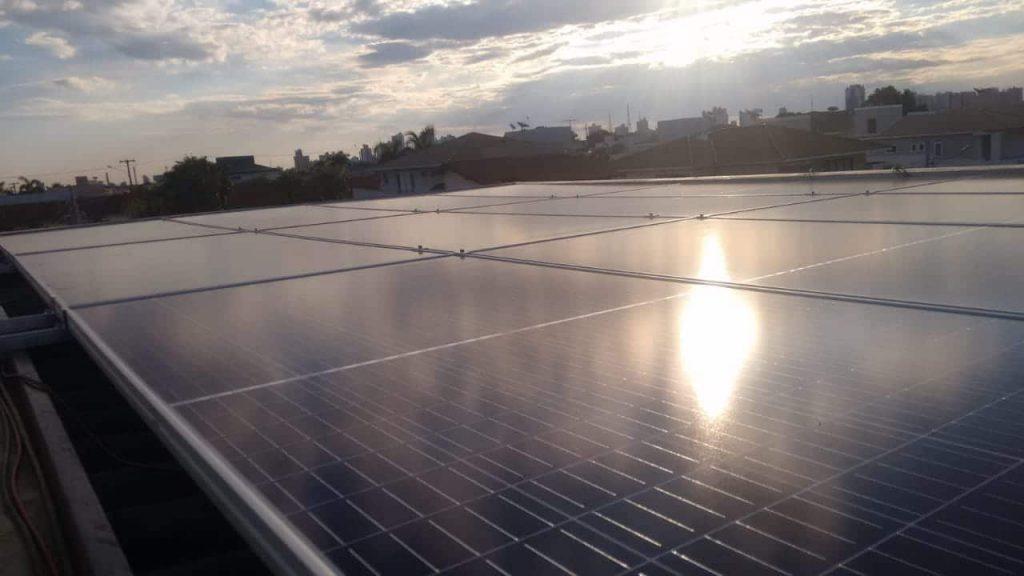 A Cogera energia oferece a instalação de painéis solares em diversas regiões do país