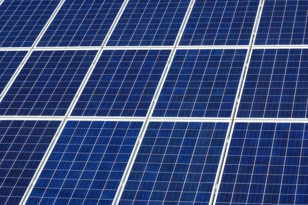 As células mono-cristalinas são a primeira geraçãode células fotovoltaicas