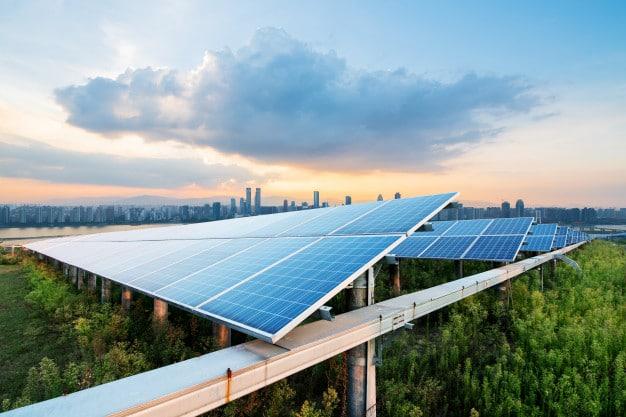 Energia solar e economia