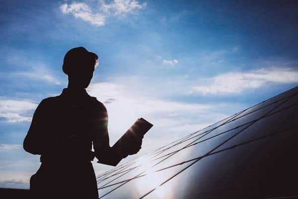 Como funciona o monitoramento de uma usina solar
