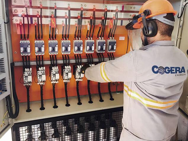 A Cogera realiza a correção de fator de potencia, implantação de SPDA e aterramento e também elabora laudos técnicos relacionados a área elétrica.